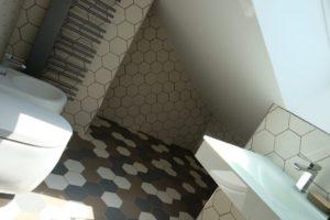 Casa di ringhiera di Design Therapy con Examatt e Exabright